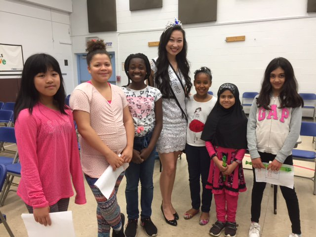 Alice Li, Miss Toronto World 2017 mentors school children